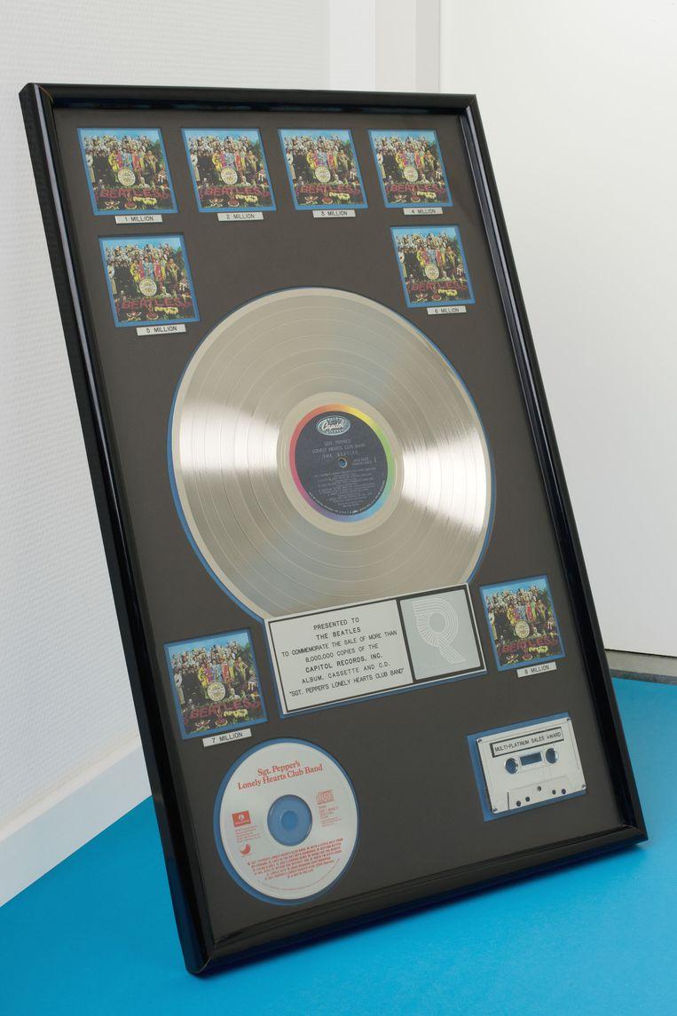 De platinaplaat van het album Sgt Pepper's Beeld Eline van Strien