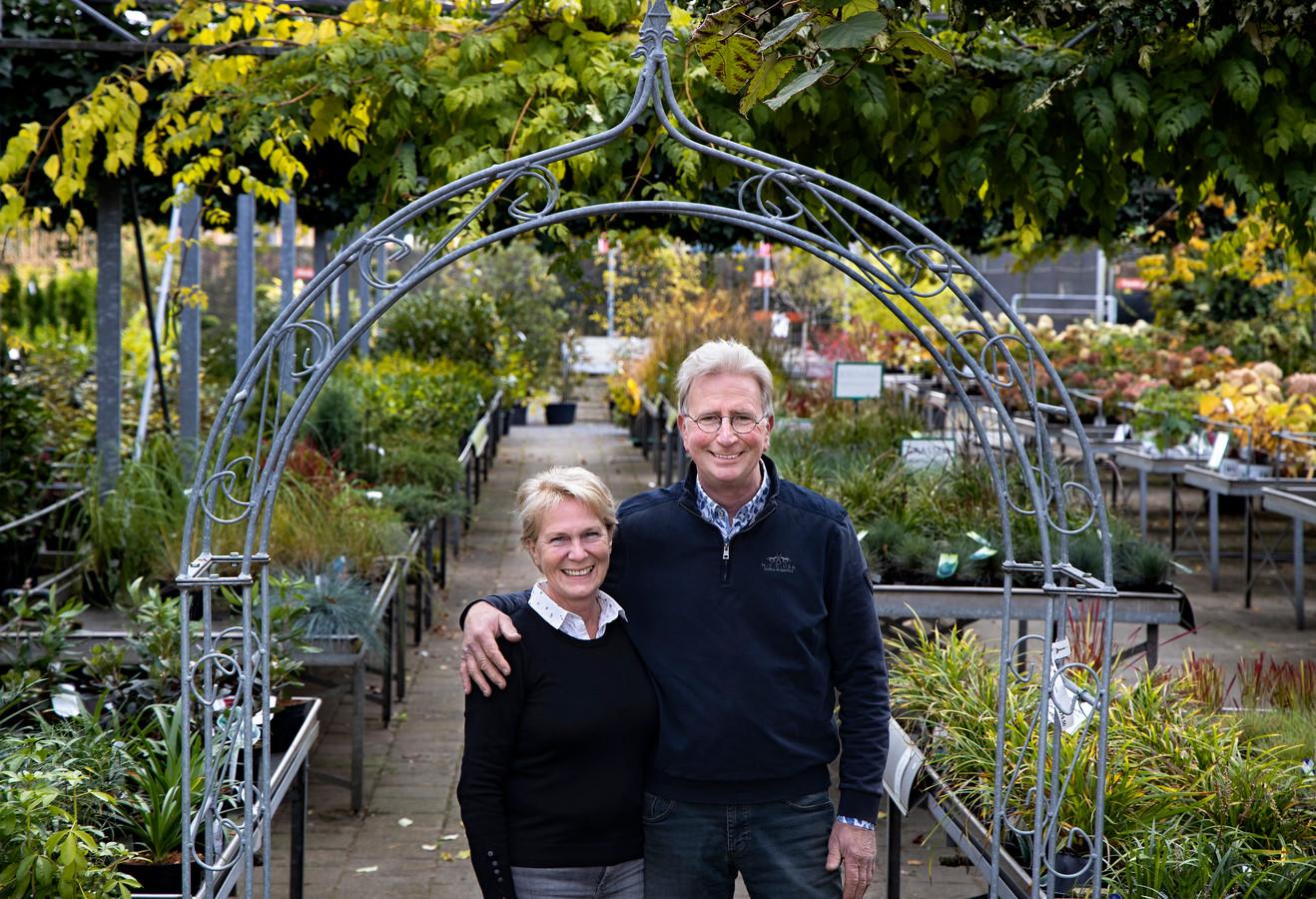Peter van Gennip met zijn vrouw Anja in het tuincentrum aan de Medevoort in Helmond.