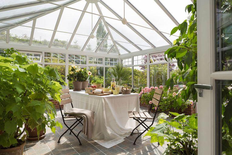 Van gepimpt tuinhuis tot een ware leefserre. Een she shed richt je in zoals je zelf wil.