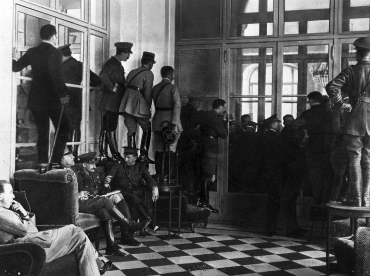 Ondertekening van het Verdrag van Versailles. Beeld Henry Guttmann Collection / Getty Images