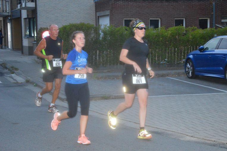 De deelnemers zetten hun beste beentje voor tijdens de Stratenloop.