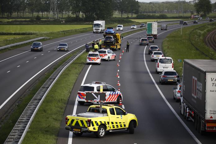 File op de A73 bij Boxmeer na een ongeluk.