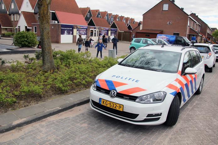 De politie is ter plaatse na de gewapende overval.