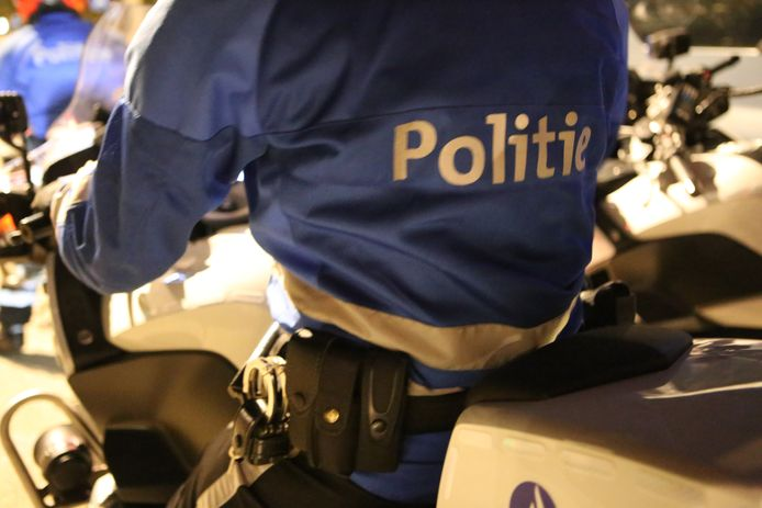 Politie moest vannacht tussenkomen bij een caféruzie. De zaak werd meteen gesloten en de twee aanwezigen kregen een pv wegens samenscholing.