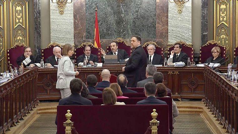 Het Spaanse hooggerechtshof in zitting met de twaalf Catalaanse verdachten op 14 februari.  Beeld EPA