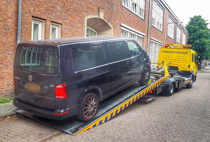 Het gestolen busje van Kevin Chin gevonden in Tilburg.