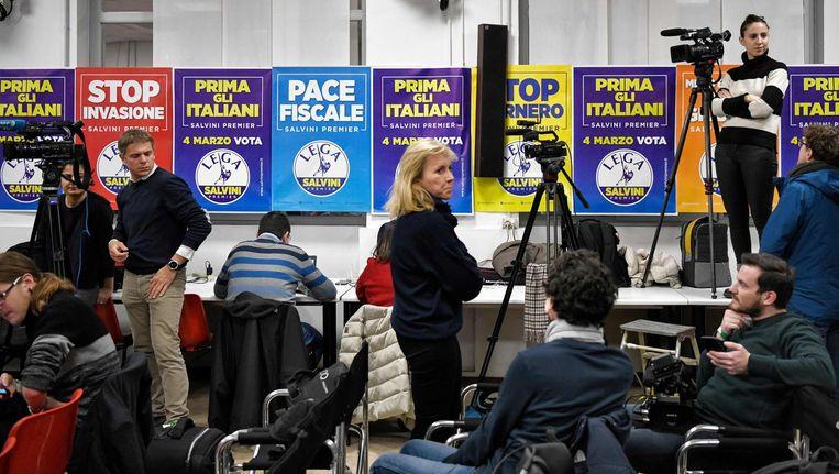 De persruimte bij Partito Democratico vlak voor de eerste exitpoll uitkwam. Onder aanvoering van oud-premier Renzi haalde deze partij in de exitpoll slechts 20 procent van de stemmen. Beeld afp