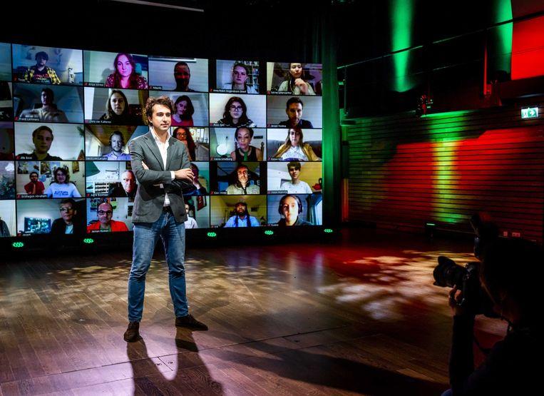 Vanuit Pakhuis de Zwijger in Amsterdam presenteert Jesse Klaver het verkiezingsprogramma van GroenLinks. Beeld ANP