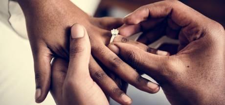 Nikyta ontdekt dat ex haar bedroog door zijn huwelijksaankondiging in de krant