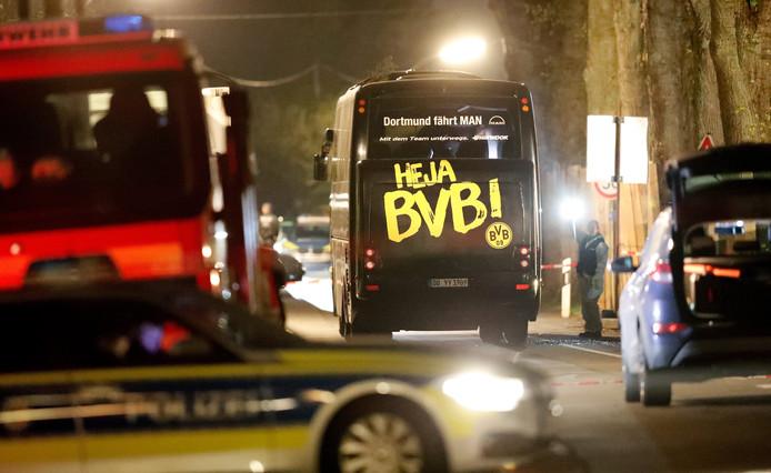 Gisteravond werd de spelersbus getroffen door drie explosies.