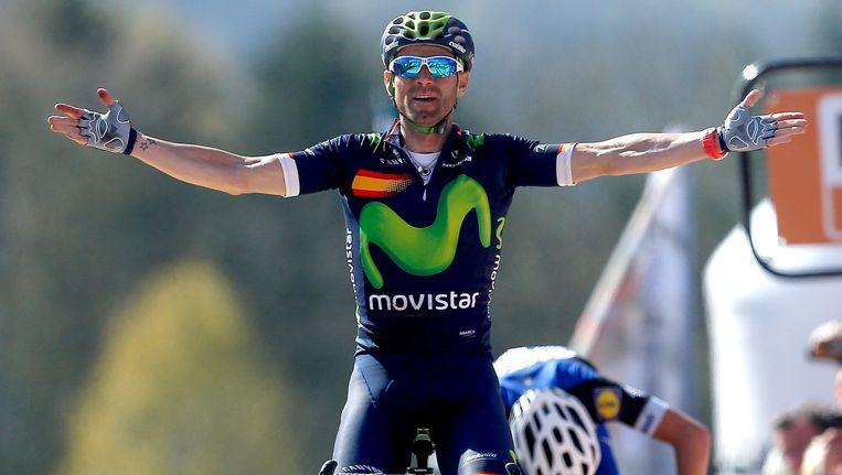 Valverde passeert als eerste de finish op de Muur van Hoei. Beeld epa