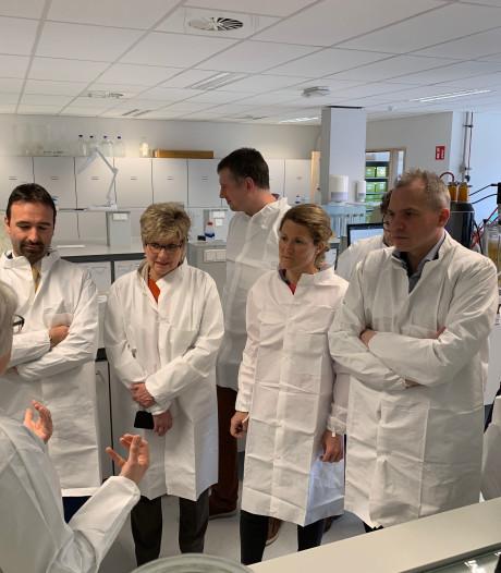 N-VA'ers doen inspiratie op bij in de biotech-afdeling Ugent