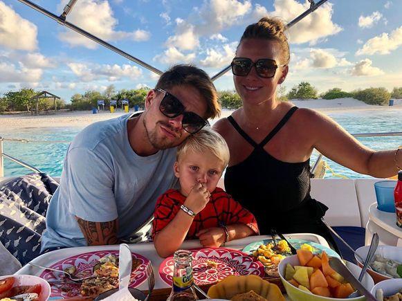 André, de kleine André en Monique zijn samen op vakantie.