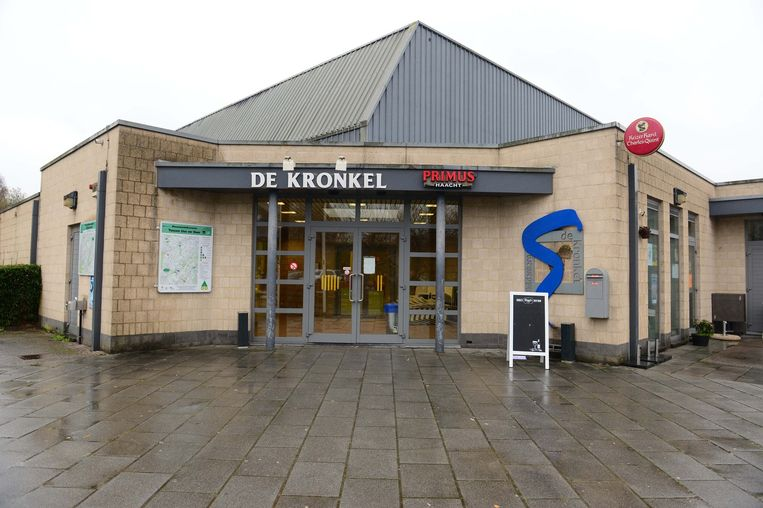 Sporthal De Kronkel werd ontruimd na de melding van de buurtbewoner.