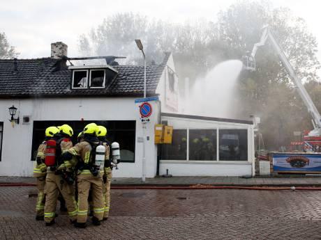 Bistro 't Jagershuis in Hengstdijk zwaar beschadigd bij brand