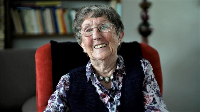 Marie Blommaart, oud-gevangene kamp Haaren. Videostill uit de documentaire over het kamp van Ellen van Kempen.