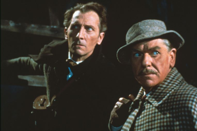 Peter Cushing (Sherlock Holmes) en André Morell (Doctor Watson) in 'Hound of the Baskervilles'