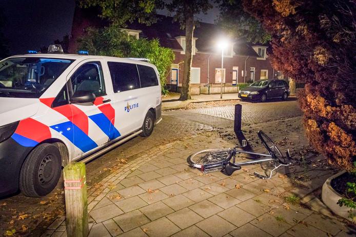 Politie bij de fiets van de overvaller.