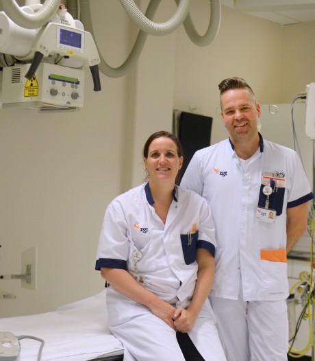 Jelmer en Jolein van spoedeisende hulp in Almelo komen op tv: 'Laten van alles zien, van heup uit de kom tot snijwonden'