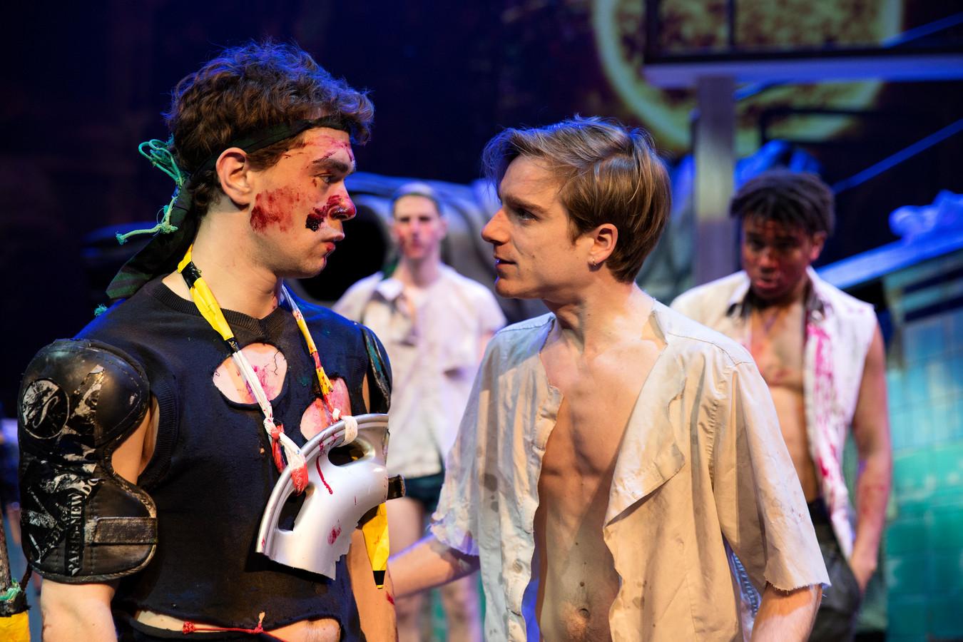 Winnaar Bram Suijker (l.) speelde afgelopen seizoen in de jongerenvoorstelling Lord of the Flies.