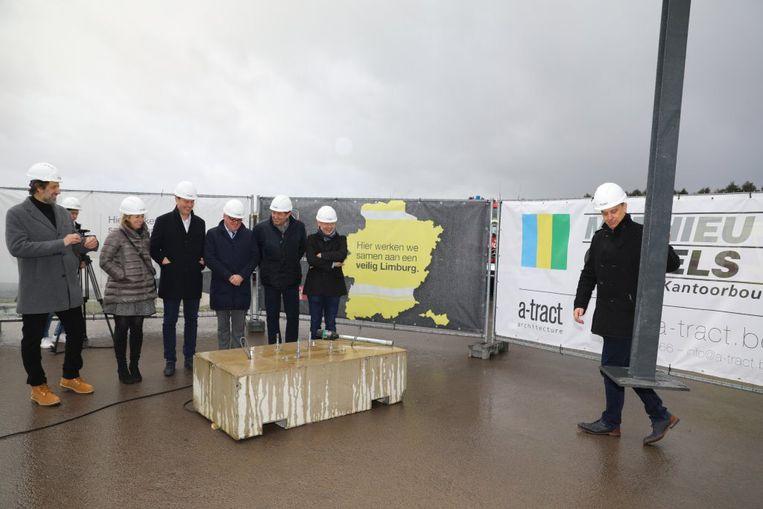 Symbolische kolomzetting als start van de bouw van een oefenhal voor het PLOT in Genk.