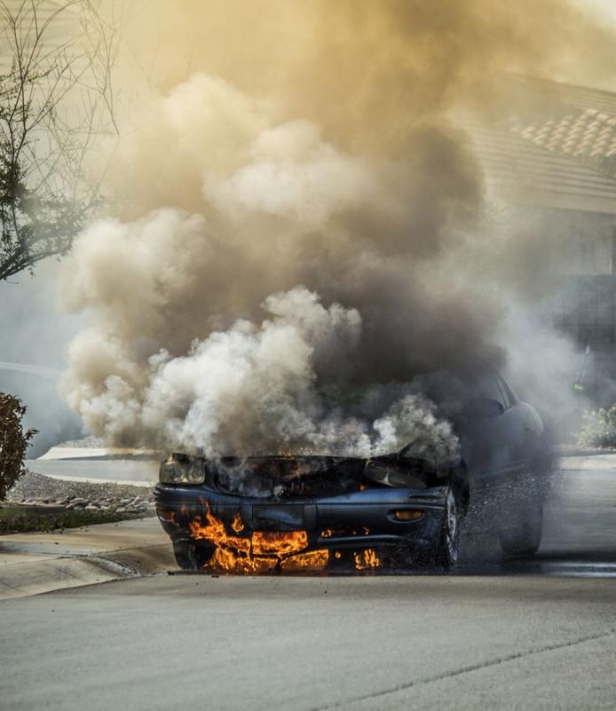 Een autobrand (niet de betrokken auto).