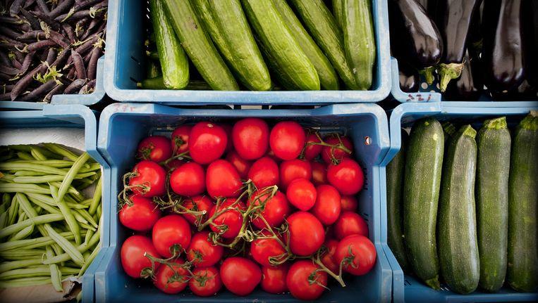Vorig jaar werd op ongeveer 2 procent van de groente en fruit te veel resten van bestrijdingsmiddelen gevonden Beeld anp
