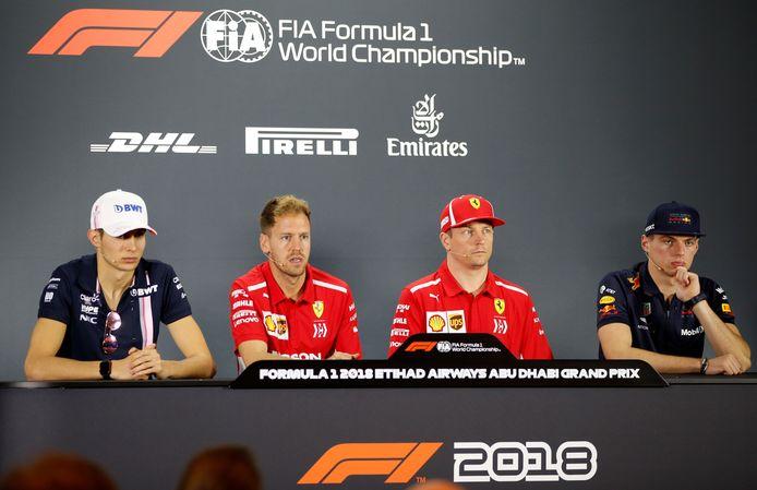 Esteban Ocon (links) naast Sebastian Vettel en Kimi Räikkönen. Rechts Max Verstappen.