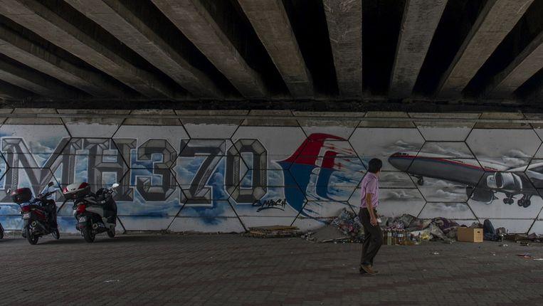 Een MH370-graffiti in Kuala Lumpur, Maleisië. Beeld ap