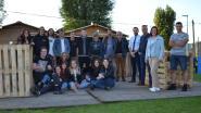 Jeugdhuis UzUz opent zomerbar en schenkt drankbonnetjes aan buurtbewoners