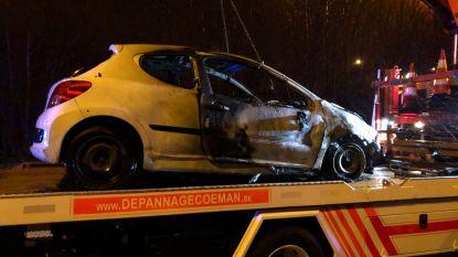 Auto Frans duo uitgebrand langs E17 tijdens storm