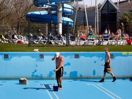Heerlijke weer om te zwemmen, maar de buitenbaden kunnen nog niet open