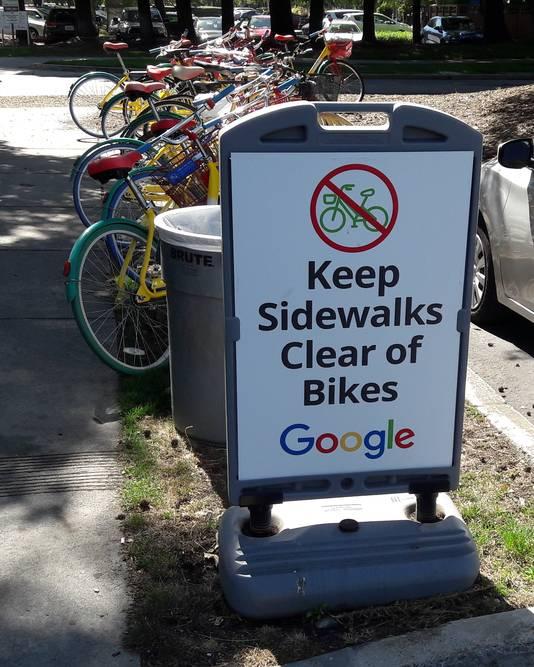 Fietsen op de Google Campus in Mountain View.