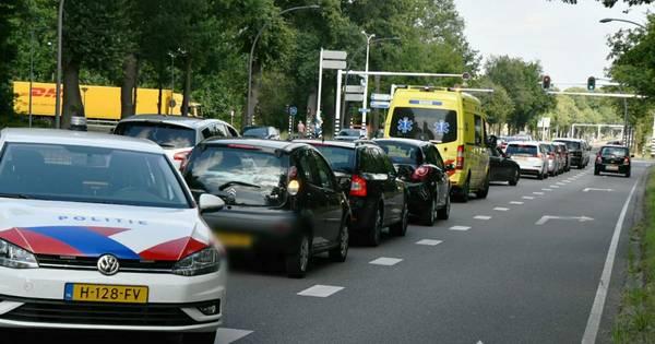 Veel overlast na kettingbotsing op Gronausestraat in Enschede.