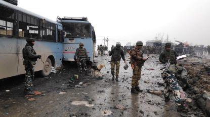 India roept Pakistan op om geloofwaardige actie te nemen tegen terreurgroepen na bomaanslag Kasjmir