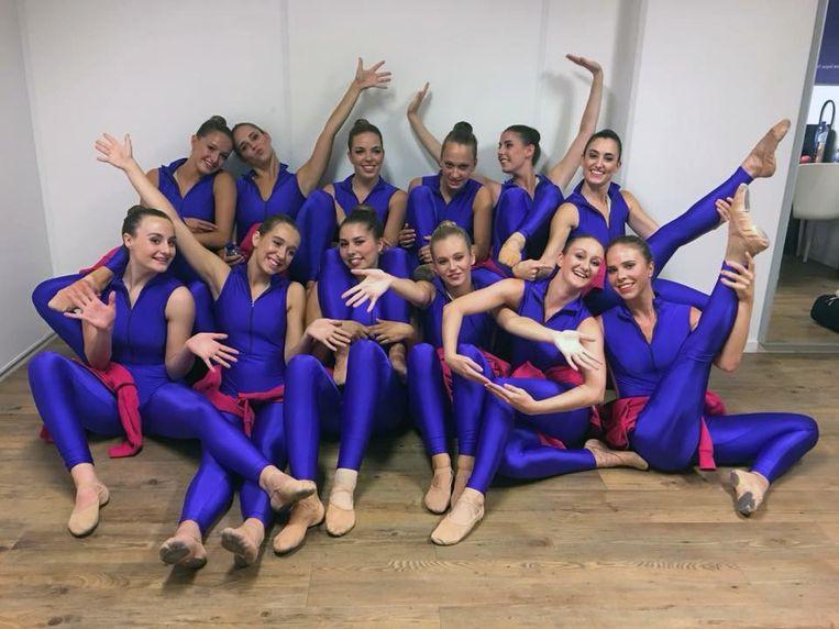 aira girls laten zien wat ze in hun mars hebben in dance as one
