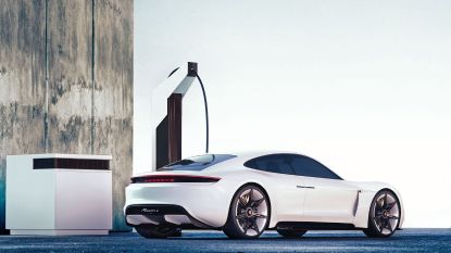Opladen elektrische auto wordt bij Porsche een pitstop