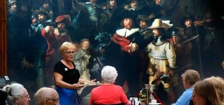 Kijken naar de Nachtwacht in Hardinxveld: 'Warempel, is dat een Rembrandt?'