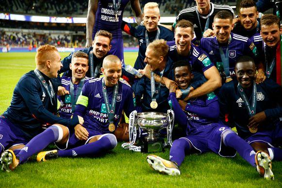 Vreugde bij Anderlecht na het veroveren van de Supercup.
