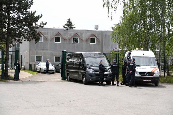 Het voomalig open terugkeercentrum in Holsbeek werd - met Maggie De Block en Koen Geens - officieel ingehuldigd en zal vanaf nu dienst doen als gesloten centrum voor vrouwen.