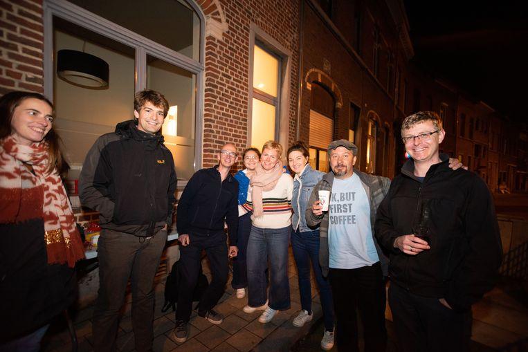 Leuvense buurtbewoners verwelkomden de studenten in hun straat. foto rv
