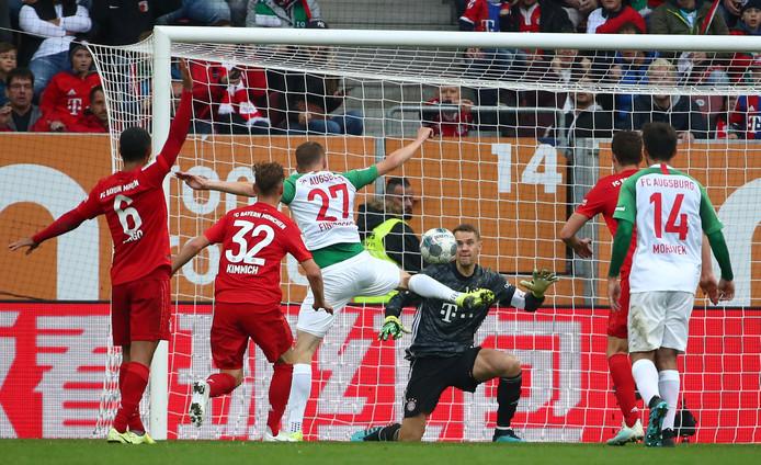 Alfred Finnbogason (27) klop Manuel Neuer.