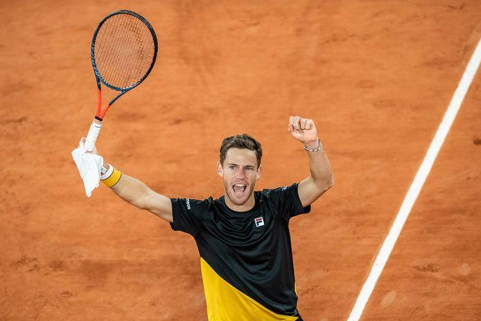Diego Schwartzman viert zijn overwinning op Dominic Thiem en bereikt de halve finale van Roland Garros.