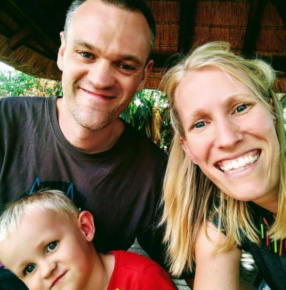 Sam Williams, met vrouw Katy en zoontje Finn.