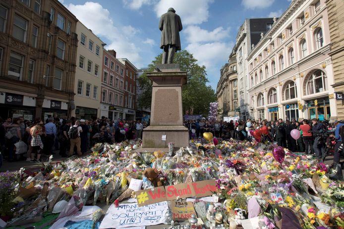 Bloemen voor de slachtoffers van de aanslag in Manchester. (archiefbeeld).