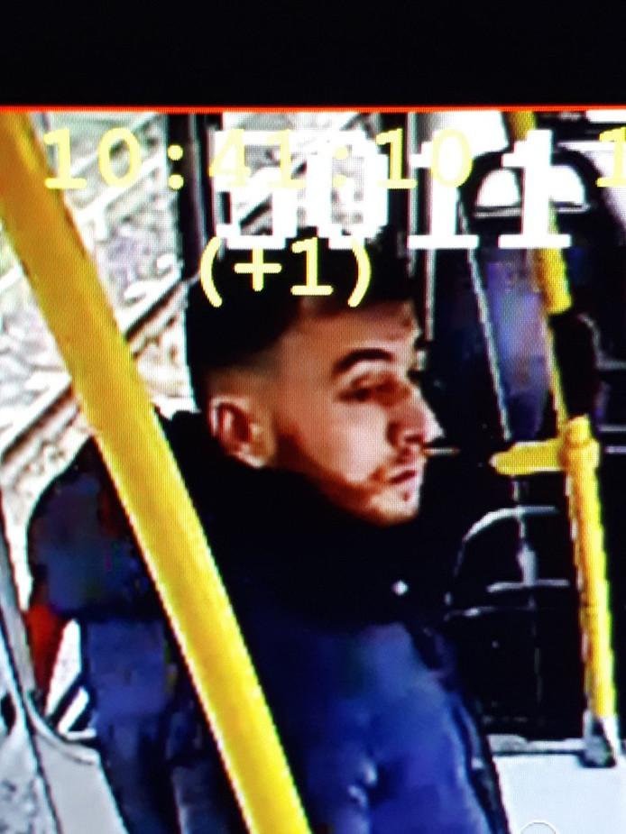 Gökmen Tanis in de tram waar hij een aanslag zou plegen.