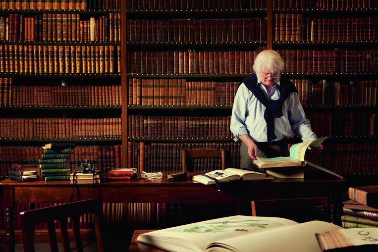 Redmond O'Hanlon, Britse schrijver, ontdekkingsreiziger en avonturier. Hij woont tegenwoordig in Amsterdam, de stad waar alles hem bekoort van de vogels tot de vrouwen. Beeld Marte Visser