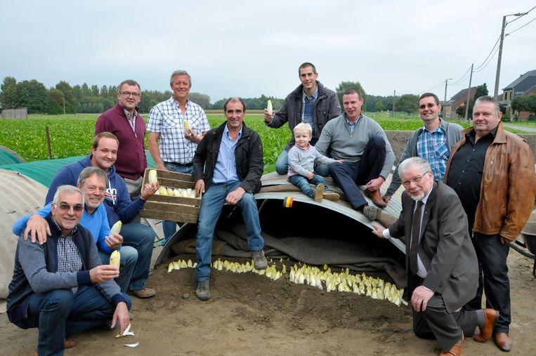 Het bestuur van het Brussels Grondwitloof opende vrijdag het nieuwe seizoen bij teler Gille in Tildonk.