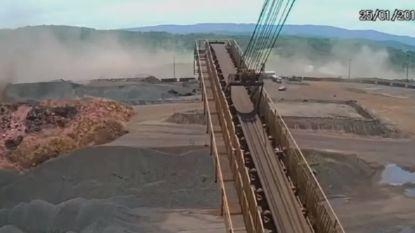 VIDEO. Beelden tonen hoe gigantische moddergolf mijnstadje verzwelgt na dambreuk