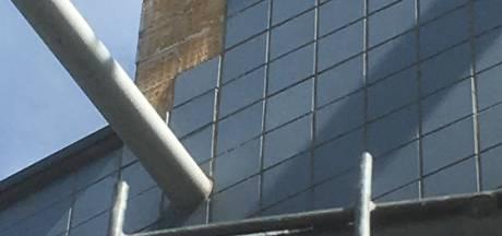 Tegels vallen van basisschool Etten-Leur. CDA: 'Die reparatie hoeft toch geen jaar te duren?'